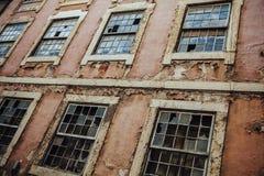 Exterior de construção abandonado Imagens de Stock