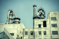 Exterior de construção da fábrica velha Imagens de Stock