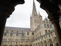 Exterior de la catedral de Norwich imagen de archivo