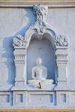 Exterior de la estatua de Buda en el stupa de Ruwanwelisaya en Anuradhapura, Sri Lanka fotos de archivo