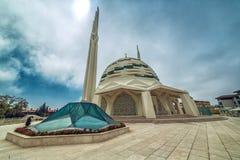 Exterior de la facultad de la universidad de Mármara de mezquita de la teología foto de archivo