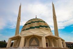 Exterior de la facultad de la universidad de M?rmara de mezquita de la teolog?a fotos de archivo libres de regalías