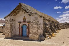 Exterior de la iglesia hermosa del pueblo de Parinacota, Putre, Chile Imagenes de archivo