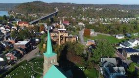 Exterior de la mañana que está en órbita el tiro de establecimiento aéreo de Brownsville Pennsylvania metrajes