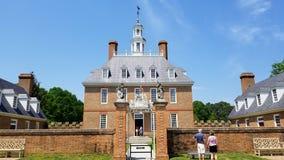Exterior de la mansión del gobernador colonial de Williamsburg fotos de archivo