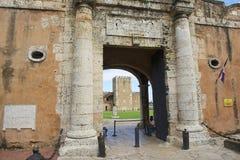 Exterior de la puerta de la entrada a la fortaleza de Ozama en Santo Domingo, República Dominicana fotografía de archivo