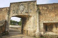 Exterior de la puerta a la fortaleza de Ozama en Santo Domingo, República Dominicana imagenes de archivo
