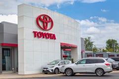 Exterior de la representación del automóvil de Toyota y logotipo de la marca registrada Foto de archivo libre de regalías