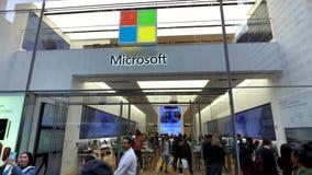 Exterior de la tienda de Microsoft en la 5ta avenida en Manhattan metrajes