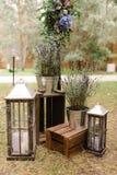 Exterior de las lámparas y de las cajas de madera Imagen de archivo libre de regalías