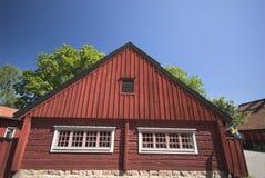 Exterior de madera rojo fotos de archivo