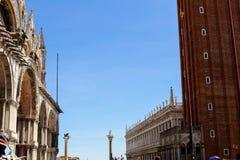 Exterior de Saint Mark Basilica em Veneza e em construções, Itália fotos de stock royalty free
