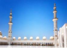 Exterior de Sheikh Zayed Mosque em Abu Dhabi É o larg Imagens de Stock
