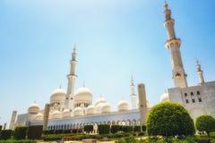 Exterior de Sheikh Zayed Mosque en Abu Dhabi Es el larg fotos de archivo libres de regalías