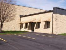 Exterior de um edifício moderno do bloco Imagens de Stock