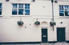 Exterior de uma casa de cidade inglesa da era Georgian bonita imagens de stock royalty free