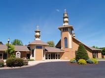 Exterior de uma igreja moderna Fotografia de Stock Royalty Free
