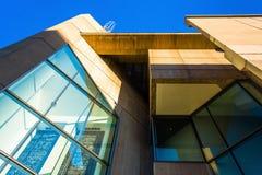 Exterior de un edificio moderno en el Mt Área de Vernon de Baltimor Foto de archivo