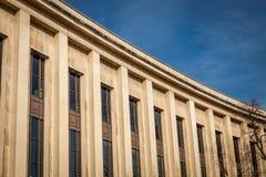 Exterior de una casa urbana histórica en París Imágenes de archivo libres de regalías