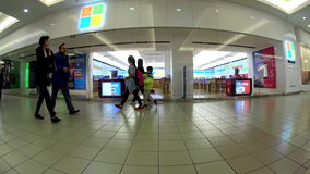Exterior de una tienda de Microsoft metrajes