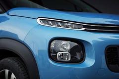 Exterior del coche: Linternas del LED y luces de niebla de SUV azul Imágenes de archivo libres de regalías