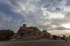 Exterior del fuerte durante puesta del sol, Omán, Oriente Medio de Nakhal Foto de archivo libre de regalías