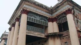 Exterior del palacio de Puthia Rajbari en Puthia, Bangladesh almacen de video