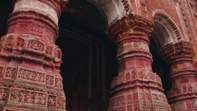 Exterior del templo hindú hermoso de Pancharatna Govinda en Puthia, Bangladesh almacen de metraje de vídeo