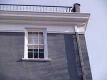 Exterior do edifício cinzento velho Fotos de Stock Royalty Free