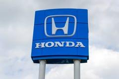 Exterior do negócio do automóvel de Honda e logotipo da marca registrada Fotografia de Stock
