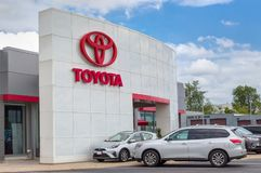 Exterior do negócio do automóvel de Toyota e logotipo da marca registrada Foto de Stock Royalty Free