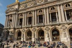 Exterior do Palais Garnier, teatro da ópera de Paris, ao fim de outubro imagem de stock