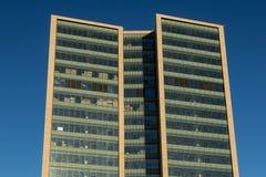 Exterior do vidro de um prédio de escritórios moderno Fotografia de Stock Royalty Free