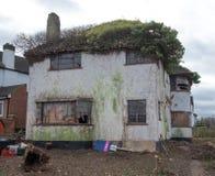 Exterior en 1930 del estilo construido casa abandonada del deco de s, grada Reino Unido foto de archivo libre de regalías