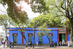 Exterior of the Exhibition of the Frida Kahlo Museum with visitors stock photos