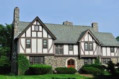Exterior inglês da casa de Tudor Fotografia de Stock Royalty Free