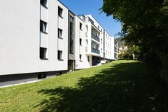 Exterior modern white condominium building with lots of lawn,. Nobody inside stock images