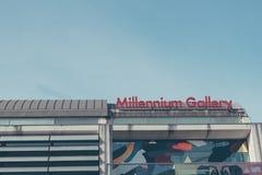 Exterior moderno de la galería del milenio del ` s de Sheffield en una mañana de los inviernos Imágenes de archivo libres de regalías