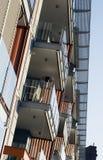 Exterior moderno del bloque de apartamentos Foto de archivo