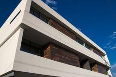 Exterior moderno do apartamento da casa de parede-meia Fotografia de Stock