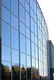 Exterior moderno do prédio de escritórios fotos de stock royalty free