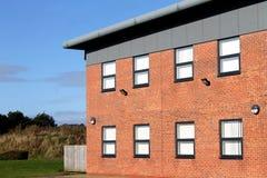 Exterior moderno vacío del edificio de oficinas Fotos de archivo libres de regalías