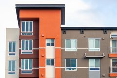 Free Exterior View Of Modern Apartment Building Offering Luxury Rental Units; Sunnyvale, San Francisco Bay Area, California Stock Photos - 165603983