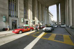 Exterior view of red taxi cab in front of the 30th Street Station, a national Register of Historic Places, AMTRAK Train Station i. N Philadelphia, PA stock images