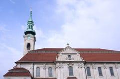 Campanario y exterior de la iglesia Foto de archivo libre de regalías