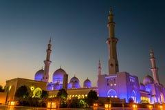 Exteriores de Sheikh Zayed Mosque na noite Foto de Stock Royalty Free