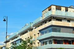 Exteriores modernos dos prédios de apartamentos Imagem de Stock