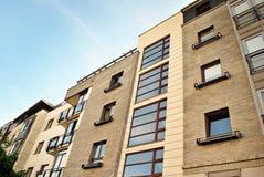 Exteriores modernos dos prédios de apartamentos Foto de Stock Royalty Free