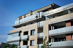 Exteriores modernos dos prédios de apartamentos Imagem de Stock Royalty Free