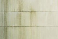 External ściana metalu silos malujący biel i brudzi obraz stock